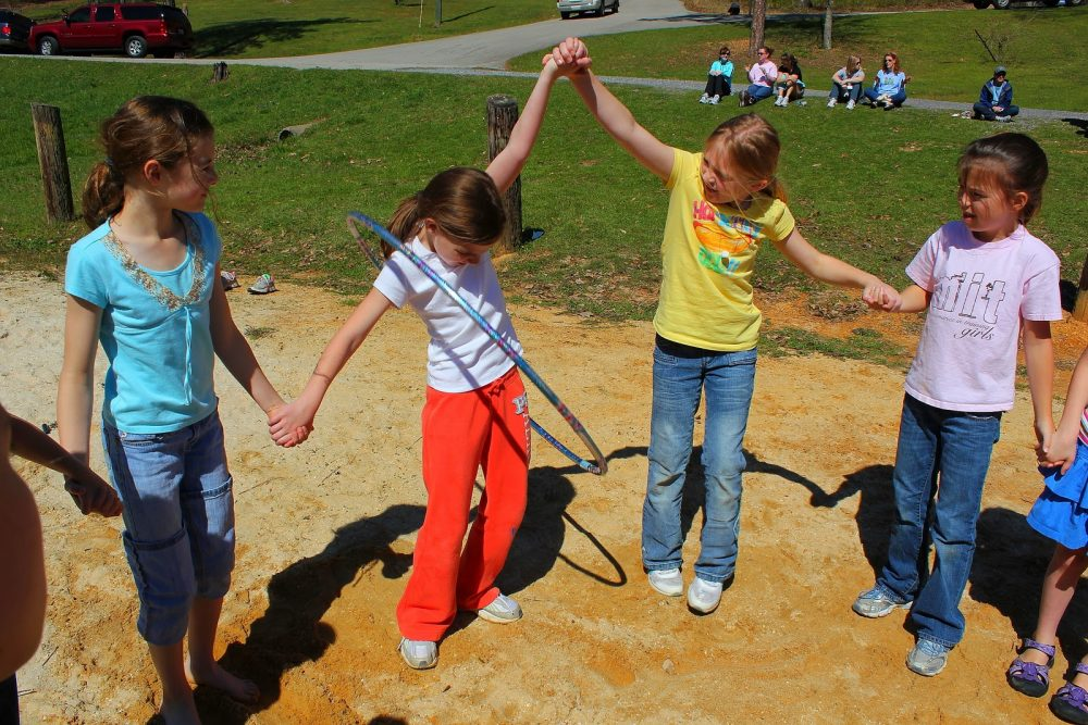 15 Excellent Circle Games for Kids & Adults - Icebreaker Ideas