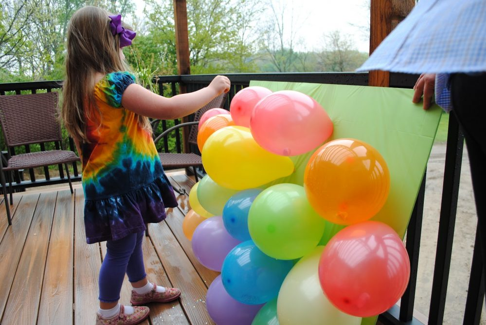 20 hilarious balloon popping games for adults and kids
