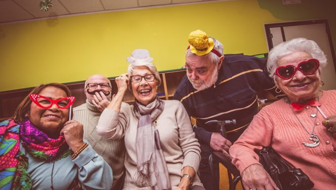 14 Best Retirement Party Ideas [Decoration Games Food]
