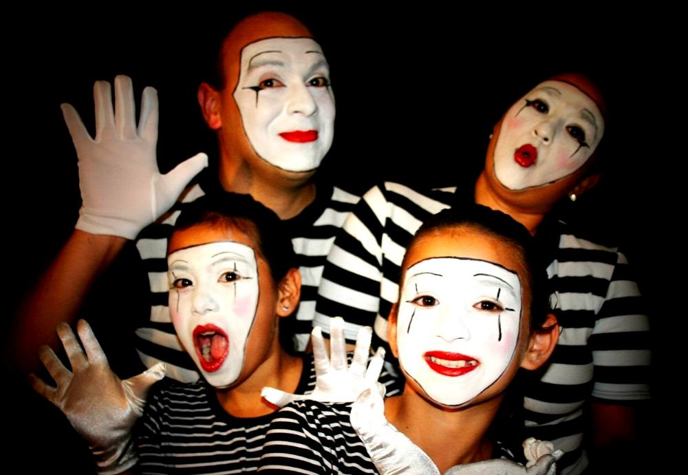 13 Best Pantomime Ideas (Team Building, Drama, Etc.)